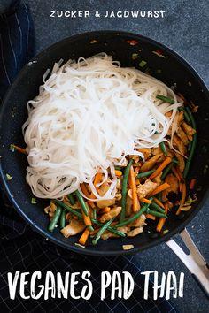 "Vegan Pad Thai with ""chicken"" - sugar & hunting sausage- Veganes Pad Thai mit ""Hühnchen"" – Zucker&Jagdwurst Vegan Pad Thai recipe - Thai Recipes, Easy Dinner Recipes, Healthy Dinner Recipes, Vegetarian Recipes, Chicken Recipes, Easy Meals, Healthy Chicken, Pasta Recipes, Crockpot Recipes"