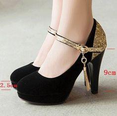 Zapatos de tacón alto de ante , atractivos. Negros de tacón de 9 cm de alto…