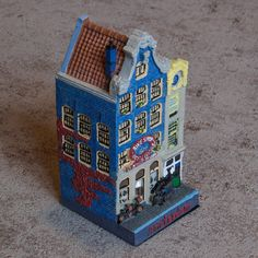 Collectible Miniature House: Netherlands. Bike Rent. Kloveniersburgwal 26-28. Year 1696 - 1708 (12 cm High, Double Middle House)