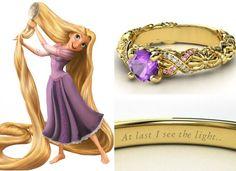 O trabalho na lateral do anel de Rapunzel feito em turmalina pink, ametistas e diamantes lembram os fios da princesa