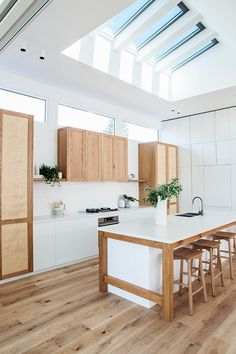 Home renovation not only helps in enhancing the overall appearance of the living place but also adds strength to the property. Astounding Home Renovation Ideas Interior and Exterior Ideas. Interior Design Boards, Interior Design Kitchen, Interior Decorating, Decorating Ideas, Home Renovation, Home Remodeling, Kitchen Remodeling, Estilo California, New Kitchen