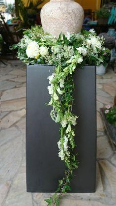 Funeral Floral Arrangements, Flower Arrangements Simple, Funeral Sprays, Funeral Urns, All Flowers, Beautiful Flowers, Green Funeral, Memorial Flowers, Cemetery Flowers