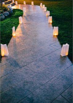 Éclairer son allée de jardin avec des photophores / Candle holders in the garden - Marie Claire Maison