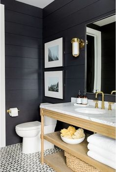 Looking for a small bathroom remodel ideas? Don't worry, we show some of our favorite small bathroom remodel ideas that really work. Get ready to have a small bathroom that looks twice bigger than its original size with Woodoes team! Modern Farmhouse Bathroom, Modern Farmhouse Style, Rustic Farmhouse, Modern Rustic, Urban Farmhouse, Modern Industrial, Farmhouse Interior, Rustic Style, Farmhouse Design