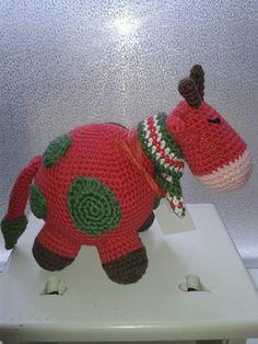 Gehaakte koe in kerst sfeer en kleuren van Handgemaakte-hebbedingetjes op DaWanda.com
