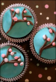 Cherry Blossom cupcakes -  and with teal <3 Cupcakes Fondant, Fondant Icing, Chocolate Cupcakes, Cupcake Cookies, Fondant Tree, Marble Cupcakes, Cupcake Art, Cupcake Toppers, Beautiful Cupcakes