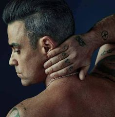 Going nude for Attitude, singer Robbie Williams delivers a cheeky image for the magazine's December 2016 issue. Robbie Williams, Stoke On Trent, Daniel Sheehan, Male Icon, England, British Boys, Men Photography, Most Handsome Men, No One Loves Me