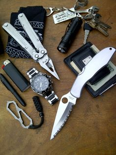 I respect a man with the balls to EDC a fully serrated blade. Edc Tools, Survival Tools, Survival Stuff, Survival Equipment, Urban Survival, Edc Tactical, Tactical Survival, Edc Gadgets, Post Apocalyptic Fashion