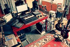 Check out this massive list of home studio setup ideas. Filter down by room colors, number of monitors, and more to find your perfect studio. Home Studio Musik, Audio Studio, Music Studio Room, Music Rooms, Home Recording Studio Setup, Home Studio Setup, Studio Ideas, Basement Studio, House Studio