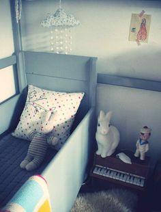 #sleepingblue chambre enfant bleu lapin lampe