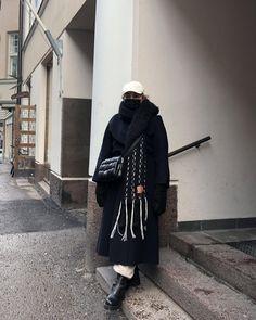 """Katri Ahlman 〰️ Tyylialkemisti on Instagram: """" Tässä eilisen asu. Olen niin iloinen että tänään pystyin hakemaan lapsia jo ilman keppiä. Kävely ei ole vielä ihan 100%, mutta…"""" Asu, My Friend, My Style, Coat, How To Wear, Jackets, Clothes, Instagram, Fashion"""