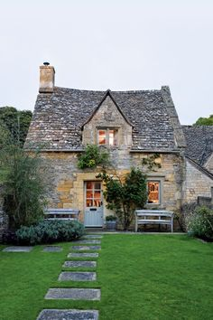 Mullions, week-end cottage of Caroline Holdaway and Fatimah Namdar, Cotswolds, England, 1710. Source: House & Garden UK