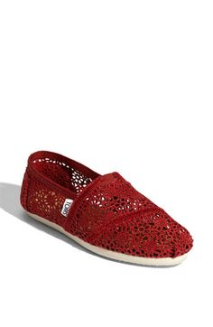@Emily Monasterio zey got red lace too! we need to find all these kewt toms and figure out how to wear them without looking stupid