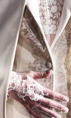 Musetouch Visual Arts Magazine Beautiful Fashion Details...Valentino. — with Evelyne Motmans, Loredana Coppa, Marlene Badr, Joya K. Anastopoulou, Anna Wyszkowska, Marina Dhamo and Olivera Lazic