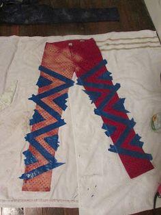 DIY Bleaching Jeans (or whatever) using painters tape. Bleach Pen, Bleach Tie Dye, Bleach Shirts, How To Bleach Jeans, Bleaching Clothes, Bleaching Jeans, Ty Dye, Tie Dye Jeans, Women's Jeans
