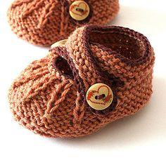 Ravelry: Cross Strap Baby booties pattern by Julia Noskova