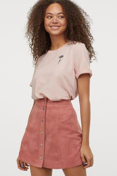 A-line Skirt - Dusty rose/faux suede - Ladies Hm Outfits, A Line Skirts, Mini Skirts, Style Personnel, Old Rose, Rock, Fashion Company, High Waisted Shorts, Mannequin
