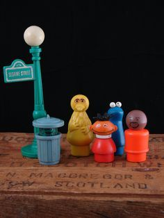 Fisher Price Vintage Sesame Street Little People with BIG BIRD ~ I remember the Oscar one. He popped up out of the can