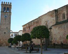 Andújar (Jaén)  38· 2' 13'' N 4· 3' 19'' W  Andújar, con 212 m de altitud y sobre el valle del río Guadalquivir, ubicándose en una de sus terrazas, es un pueblo, una ciudad, cargada de historias. No muy lejos del actual casco urbano y en dirección Este se han encontrado restos líticos que pertenecen a la Cultura Achelense.