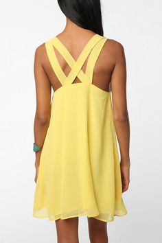 yellow dresses are so cute! and i love the straps and the flow of the dress