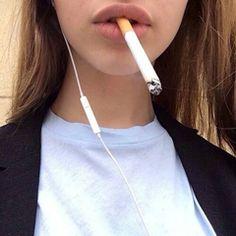 Kauneus kiinni aikuisten elokuva sikarin tupakoinnin.