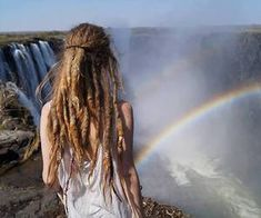 A resource for information on locks and a celebration of the many forms dreadlocks take and their universal beauty♥ Negativity free zone. I want to celebrate YOUR lovely locks! Dread Hairstyles, Cool Hairstyles, Dreads Girl, Hippie Vibes, We Are The World, Cool Hair Color, People Around The World, Fashion Stylist, Hair Type