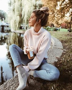 Photo November 02 2019 at womens fashion style hats shoes minimal simple dress ootd summer comfortable for her ideas tips street Fall Photo Shoot Outfits, Senior Picture Outfits, Cute Fall Outfits, Fall Winter Outfits, Autumn Winter Fashion, Fall Photo Shoots, Autumn Style, Fall Fashion, Photoshoot Inspiration