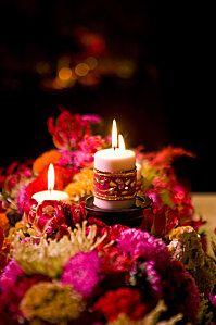 Un Mariage Bollywood Bollywood wedding Candle Centerpieces, Candle Lanterns, Wedding Centerpieces, Wedding Decorations, Candels, Centerpiece Ideas, Bollywood Theme, Bollywood Wedding, Indian Bollywood