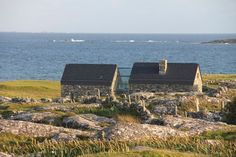 Cottage sleeps 6/7 beside beach - Houses for Rent in Roundstone