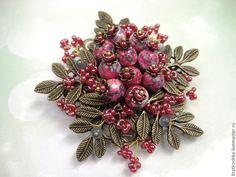 """Купить брошь """"Ягода-брусника"""" с натуральными камнями - комбинированный, брошь с ягодами, ягоды, ягоды и листья"""