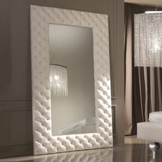 I've been spotting some fantastic DIY vanity mirror recently. Here are 17 ideas of DIY vanity mirror to beautify your room Wall Mirrors Luxury, Wall Mirrors With Storage, Lighted Wall Mirror, Rustic Wall Mirrors, Living Room Mirrors, Round Wall Mirror, Glass Shelves, Vintage Mirrors, Sunburst Mirror