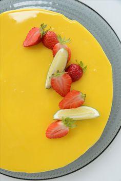Mangomousse mirror glaze Mango Mousse, Panna Cotta, Baking, Ethnic Recipes, Food, Dulce De Leche, Bakken, Essen, Meals