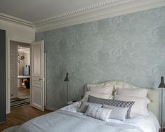 I can't help it. I always seem to lose myself again and again in the fabulous French apartments...