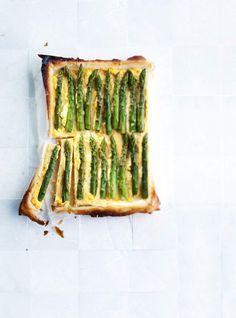Asparagus pie with cheese - Parsa-juustopiirakka, resepti – Ruoka. Vegetarian Recepies, Cheese Pies, Asparagus Recipe, Old Recipes, Superfoods, Avocado Toast, Love Food, Feta, Food And Drink