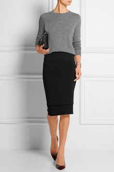 Black stretch-jersey Slips on  75% viscose, 20% wool, 5% elastane Dry clean
