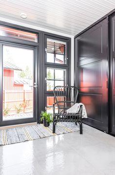 Kannustalo Pohjanmaa. Lattiassa Res-Cover beton kiiltävä K60x60. #pukkilalaatat #pukkila Ovet, Garage Doors, Decoration, Outdoor Decor, House, Home Decor, Decor, Decoration Home, Home