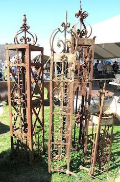 every garden needs one of garden yard art metal iron wire Garden Arbor, Garden Junk, Garden Trellis, Obelisk Trellis, Garden Beds, Garden Crafts, Garden Projects, Metal Yard Art, Metal Art