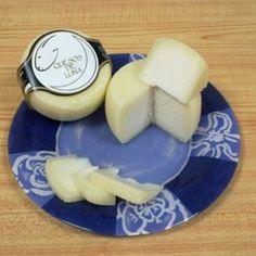 Quesos de LunaQueso de cabra semicurado de pasta prensada y corteza natural. Queso, Dairy, Pasta, Cheese, Natural, Food, Crimping, Adrenal Cortex, Goats