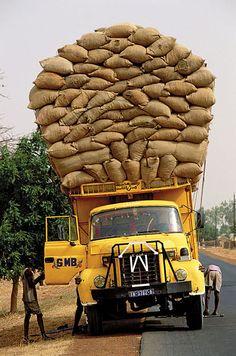 Sénégal transport routier.....Peanuts are big business in Senegal.