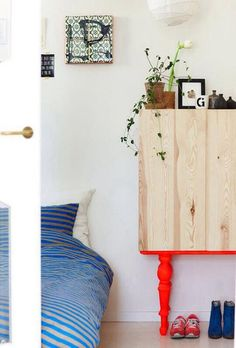 The best Ikea hack ideas we've seen. These Ikea hacks are stylish and allow you to create designer furniture cheaply. Find ideas for your Ikea hack project. Painted Furniture, Diy Furniture, Furniture Design, Dipped Furniture, Bedroom Furniture, Painted Dressers, Diy Casa, Home And Deco, Ikea Hacks