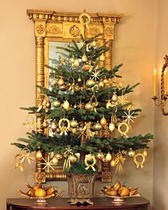 In Martha's former home, Turkey Hill, a small spruce is placed on a table and decorated with green glass balls, eggshell ornaments in shimmering gold tones, and wheat decorations that have been given a burnished glow using metallic powders in a range of hues, from light copper to a deep verdigris.