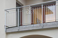 Balkongeländer, Schmuckornamente aus feuerverzinktem Stahl Balcony Grill Design, Balcony Railing Design, Window Grill Design, Steel Grill Design, Steel Railing Design, Stainless Steel Stair Railing, Exterior Stair Railing, House Main Gates Design, House Design
