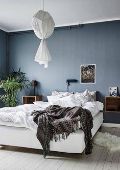 Interior trend - dark walls and diy lamp - Hege in France