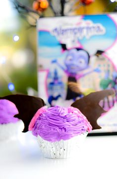 that are perfect for a Vampirina themed birthday party. These are a great alternative to a Vampirina Cake idea. Vampirina Birthday Cakes can be created right at home with these Vampirina Cupcakes. A Vampirina Birthday Party has never been so sweet! Themed Cupcakes, Fun Cupcakes, Cupcake Party, Birthday Cupcakes, Disney Cupcakes, Third Birthday, 4th Birthday Parties, Birthday Ideas, Disney Party Foods