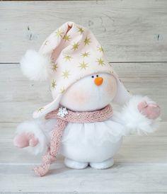 Юлия Гула Christmas Crafts To Sell Bazaars, Easy Christmas Crafts, Christmas Snowman, Simple Christmas, Christmas Tree Ornaments, Handmade Christmas Decorations, Felt Decorations, Xmas Wreaths, Snowman Crafts