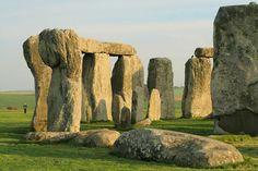 Dans la région de Wiltshire, au sud-ouest de l'Angleterre, se trouve l'ensemble mégalithique le plus connu d'Europe : Stonehenge
