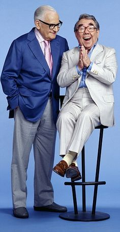 Ronnie Corbett right pictured with his long-term friend Ronnie Barker left shares some of his funniest jokes as he turns 85 British Comedy, British Actors, American Actors, Top Comedies, Classic Comedies, Comedy Actors, Actors Male, Corny One Liners, The Two Ronnies
