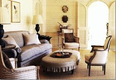 At a Florida guest house, Suzanne Rheinstein used classic seagrass mixed with beautiful French antiques and her famous racetrack ottoman.