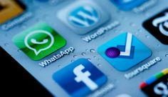 Facebook compra Whatsapp - Canal Digital, 20/02/2014. Facebook ha anunciat oficialment l'adquisició de WhatsApp en una operació que costarà 19.000 milions de dòlars a la xarxa social: 4.000 milions en efectiu, 12.000 milions en accions de Facebook i 3.000 milions més en accions a treballadors i fundadors de WhatsApp. Aquesta operació, anunciada aquest mateix dimecres, fa que quedi aparcada l'oferta que Zuckerberg havia fet per Snapchat per 3.000 milions de dòlars.
