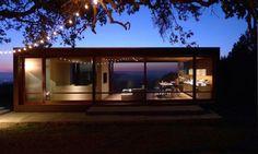 Un director de Apple mejora esta casa prefabricada en una ultra minimalista